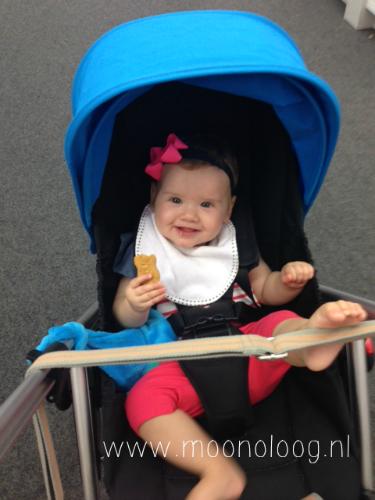 Als baby had Lise gelukkig nog geen hekel aan de wagen ;)