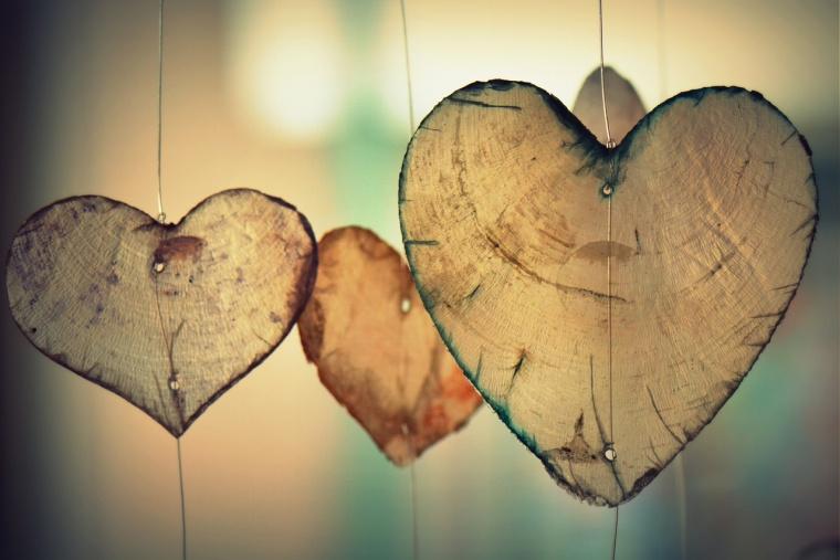 knutselen voor valentijn, houten hartjes