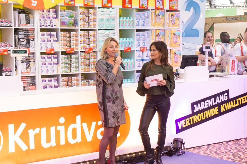 e0a601f1d8efcd Om 11:00 uur werd de beurs officieel geopend door hoofdsponsor Kruidvat.  Dit jaar stond de opening in het teken van de door actrice en presentatrice  Saar ...
