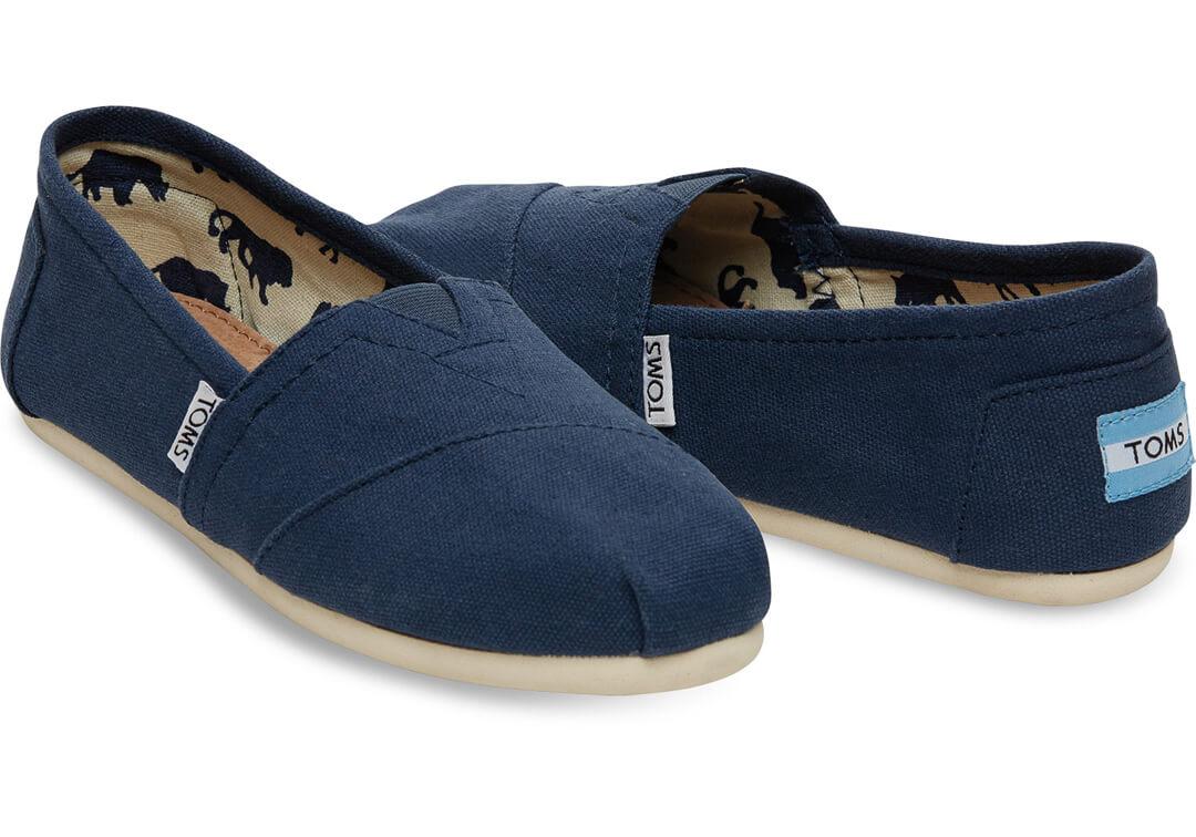 c15e40c9bf4 Op zoek naar fijne (platte) schoenen voor de zomer die ik kan afwisselen  met sandaaltjes en mijn sneakerverzameling, kocht ik vorig jaar een paar  TOMS.