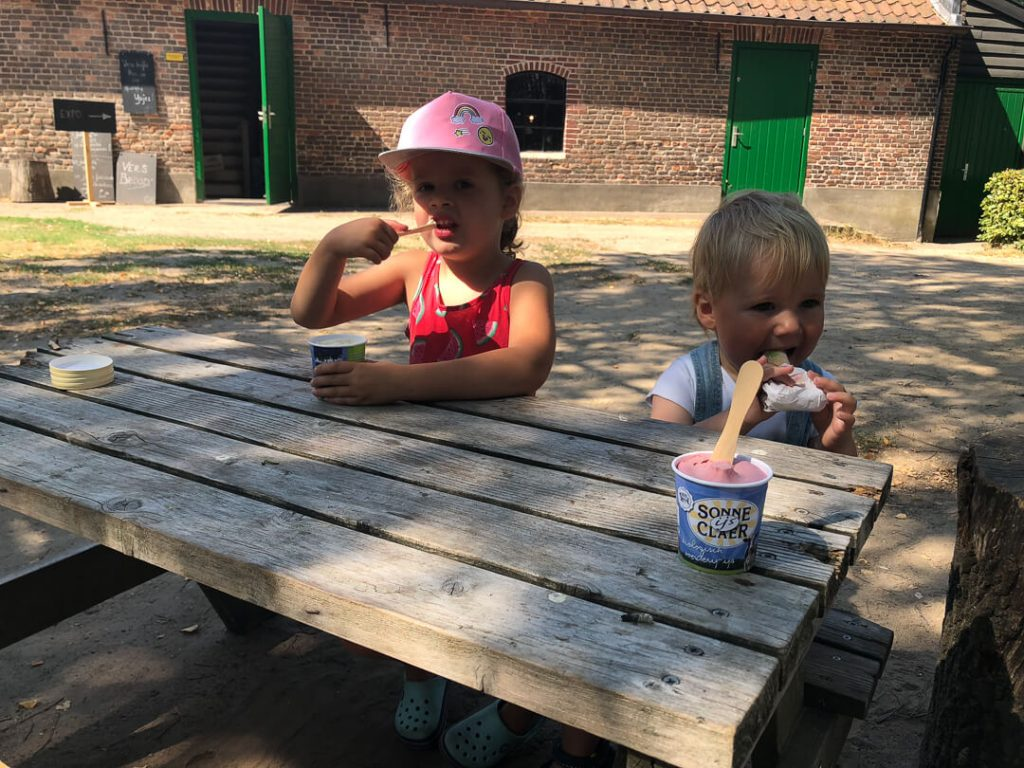 zomerpret met een ijsje