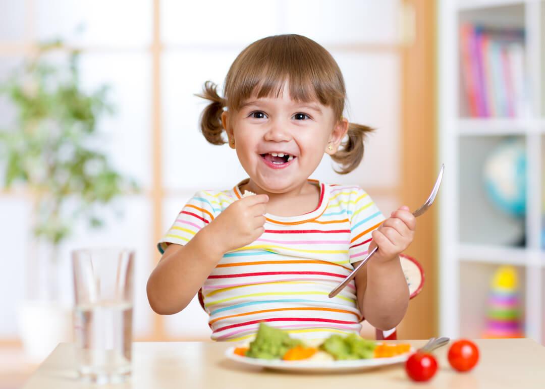 Je kleuter beter laten eten? Probeer deze tips eens! | Moonoloog