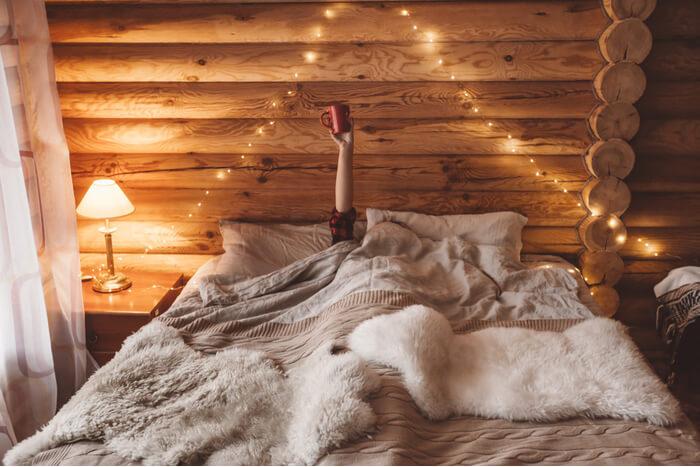 energie besparen in herfst en winter, lekker vroeg naar bed gaan